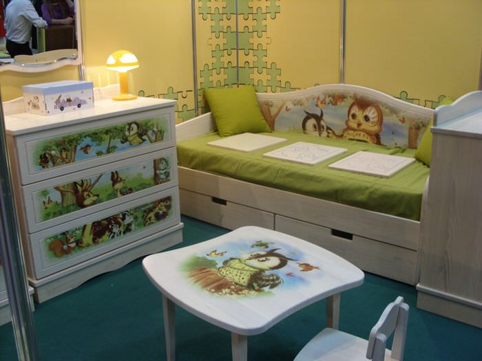 Декорирование мебели в детской своими руками