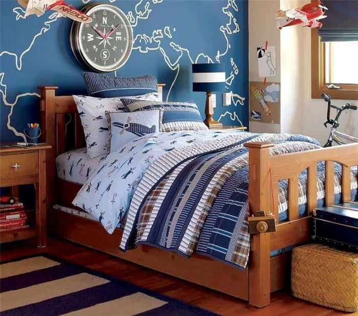 Деревянная кровать в детской морского стиля