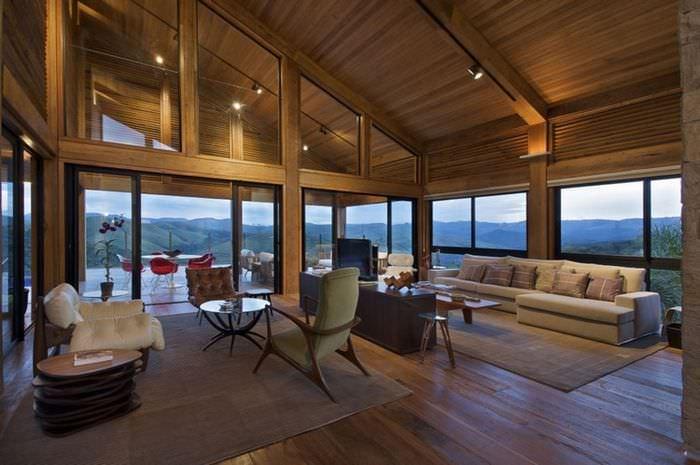 Дизайн гостиной деревянного дома с панорамными окнами