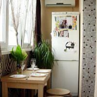 Двухкамерный холодильник на балконе квартиры