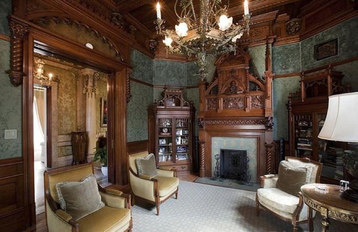Дерево в интерьере гостиной средневекового стиля