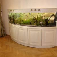 Панорамный аквариум в двухкомнатной квартире