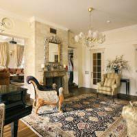 Персидский ковер на полу в гостиной