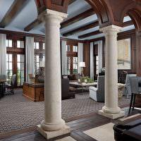 Две колонны в гостиной частного дома