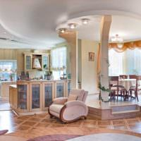 Многоуровневый потолок в гостиной классического стиля