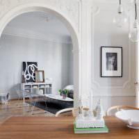 Арка с полиуретановой лепниной в интерьере частного дома