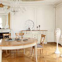 Деревянный обеденный стол овальной формы