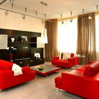 Мягкая мебель с красной обивкой