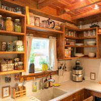Открытые полки с кухонной утварью