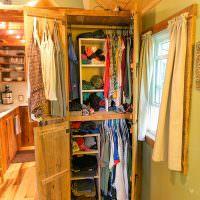 Самодельный шкаф для одежды в прихожей частного дома