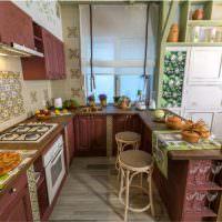 Рабочая зона кухни в дачном доме