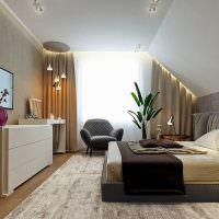 Современная спальня на чердаке загородного дома