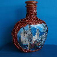 Декоративная бутылка на синем фоне