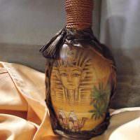 Египетская символика на декорированной бутылке