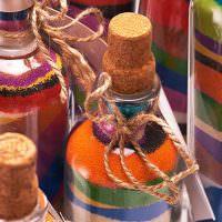 Декоративный песок внутри бутылок