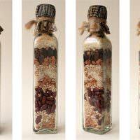 Крупы и бобовые внутри стеклянной бутылки