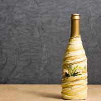 Декор бутылки из обрезков ткани
