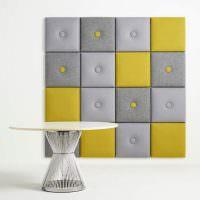 Мягкое панно из серых и желтых квадратиков