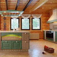 Дизайн кухни-гостиной с деревянным потолком