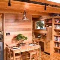 Деревянная мебель в интерьере небольшого домика
