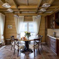 Линейная кухня с обеденной зоной