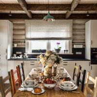 Современная мебель на кухне деревянного дома