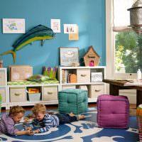 Мягкие кубики на полу в детском саду