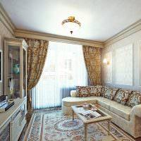 Пестрый ковер на полу гостиной в классическом стиле