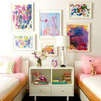 Декор стены детскими рисунками