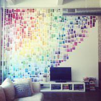 Декор стены разноцветными кусочками бумаги