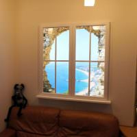 Виртуальное окно в гостиной частного дома
