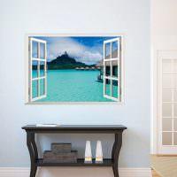 Коричневый столик из дерева в белой комнате