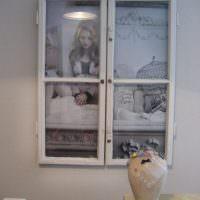 Фальш-окно с деревянной рамой