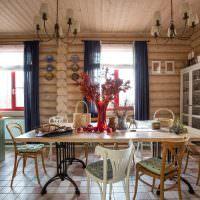 Столовая в современном деревянном доме