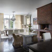 Кирпичный камин в современной гостиной