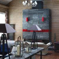 Акценты красного цвета на серой облицовке камина