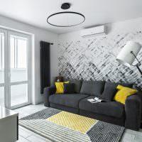 Желтые подушки на темно-сером диване