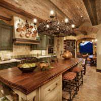 Кухонный стол с массивной деревянной столешницей