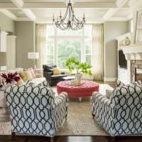 Два кресла с геометрическим принтом на обивке