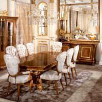 Классическая мебель в интерьере столовой частного дома