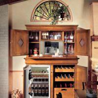 Деревянный кухонный шкаф с встроенным холодильником