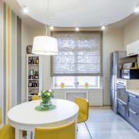 Желтые стулья за белым обеденным столом