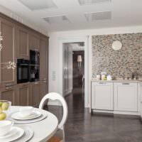 Серый пол из керамогранита в интерьере кухни