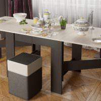 Раскладной обеденный стол серого цвета