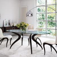 Обеденный стол со стеклянной столешницей