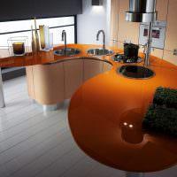 Оранжевая столешница кухонного острова