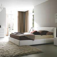 Уловая спальня с двумя окнами