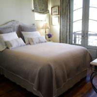 Уютная спальня небольшого размера