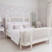 Белая кровать оригинального дизайна