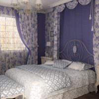 Текстиль с сиреневым принтом в интерьере спальни